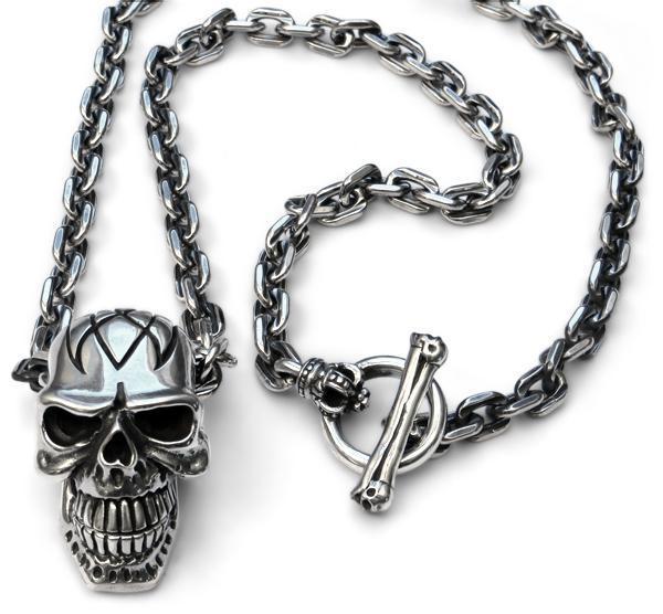 Halskette mit großem Tribal-Totenkopf