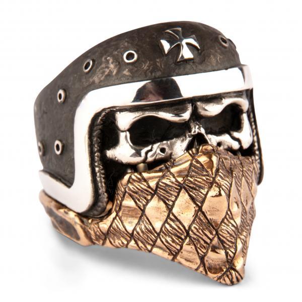 Biker Skull Ring mit eisernem Kreuz und Bandana
